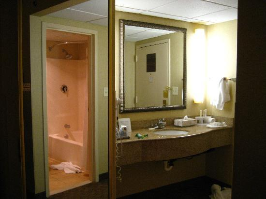 Holiday Inn Express Ramsey-Mahwah: vanity & bathroom reflected in mirror