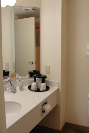 La Quinta Inn & Suites Coral Springs University Dr : bathroom