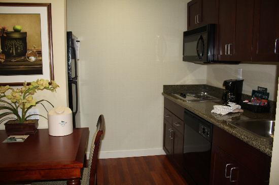 Homewood Suites Phoenix-Avondale: Full Kitchen with Desk!