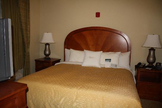 Homewood Suites Phoenix-Avondale: King-Sized Bed in Separate Room!