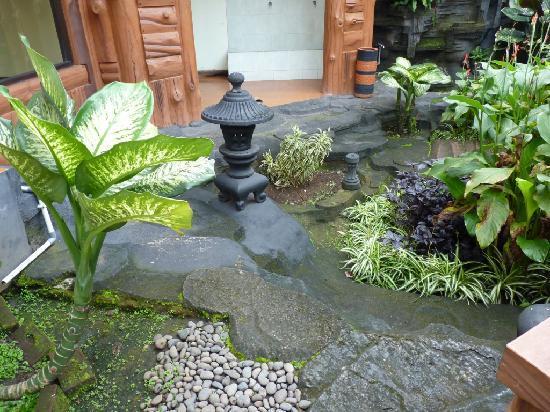 Puri Larasati Hotel : small garden