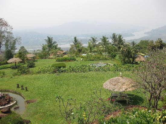 Chiplun, India: beautiful lawn