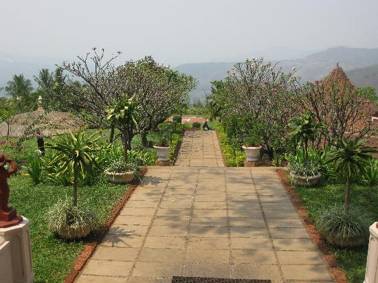 Chiplun, India: way towards the restaurant
