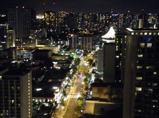 Hyatt Regency Waikiki Resort & Spa: Our view of Waikiki at night