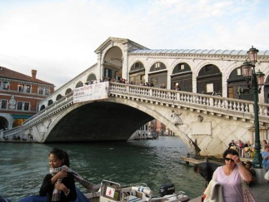 Mercati di Rialto: The Rialto Bridge. This visit just wasn't the same without Alma Lee there...