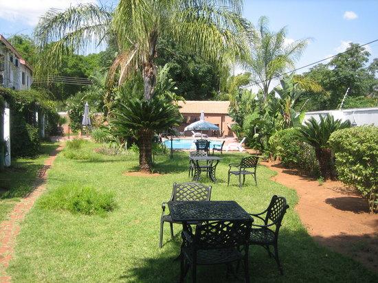 Gaborone, Botswana: Garden and Pool