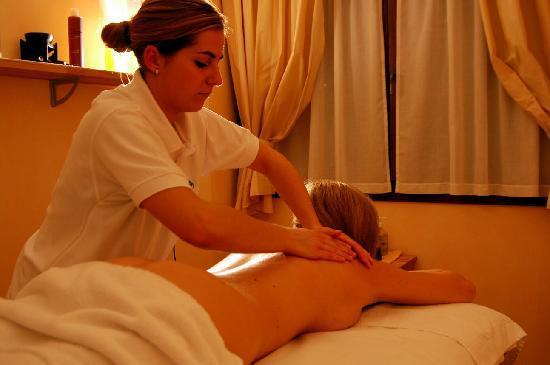 Centro Pineta Family Hotel & Wellness: centro beauty con trattamenti estetici e massaggi