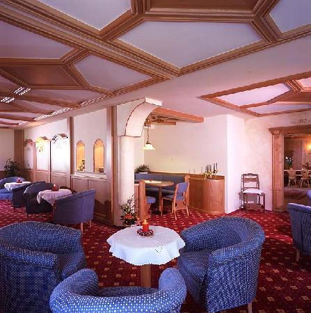 zona soggiorno: fotografía de Centro Pineta Family Hotel & Wellness ...