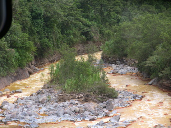 Parque Nacional Braulio Carrillo : Its not really mud but a mineral that makes the river lookmuddy