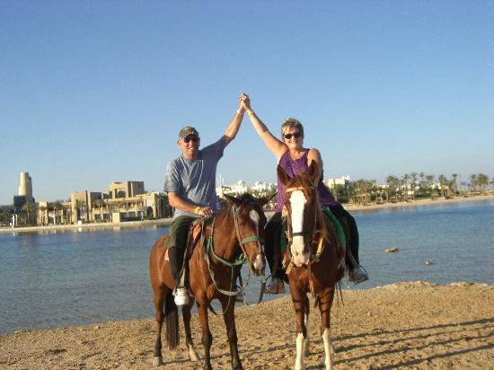 Three Corners Fayrouz Plaza Beach Resort: a trip on horses