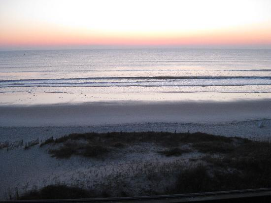 Courtyard by Marriott Jacksonville Beach Oceanfront: Sunrise from fifth floor