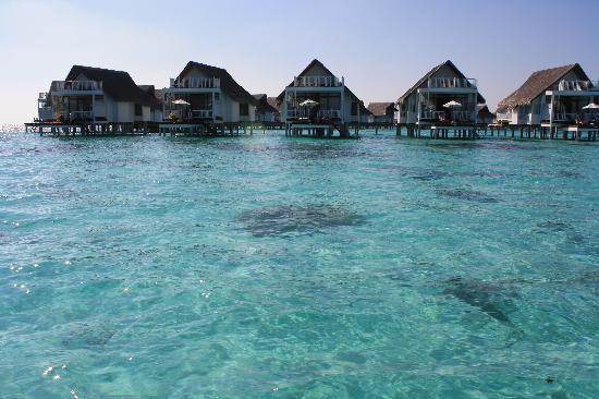 Centara Grand Island Resort & Spa Maldives: The sandy side with water challets