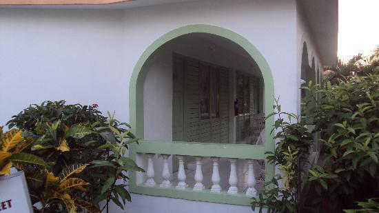 Hidden Paradise Resort Hotel: side of hotel room