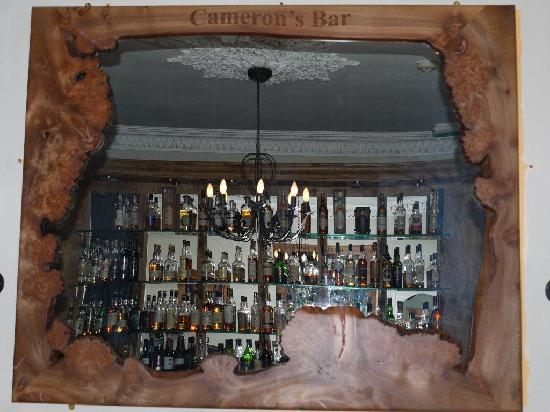 Poppies Hotel & Restaurant: cameron's bar