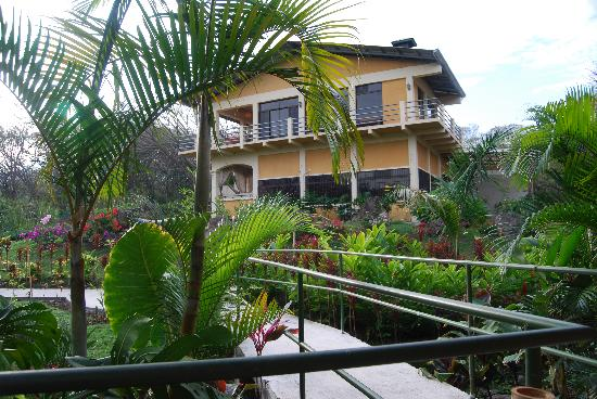 Zamora Estate Hotel: Main house from our bungalow