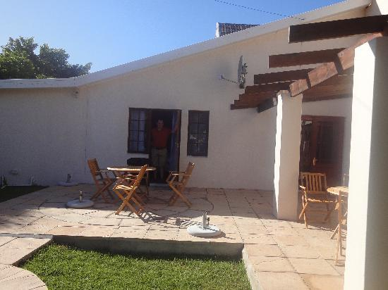 AmaKhosi Guesthouse: door out on to patio