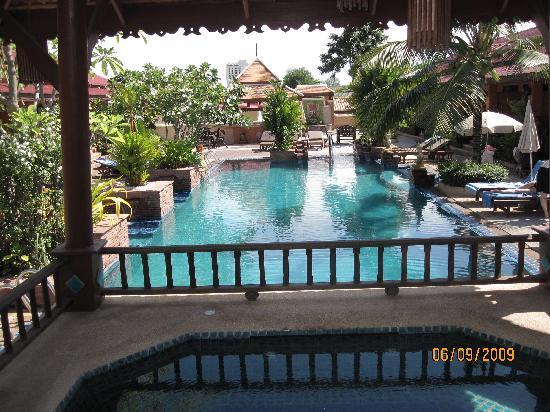 Sabai Resort: Pool-Landschaft