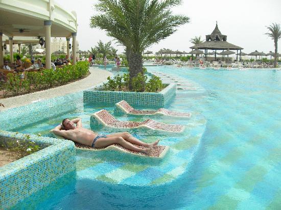 Hotel Riu Karamboa: piscine de l'hôtel