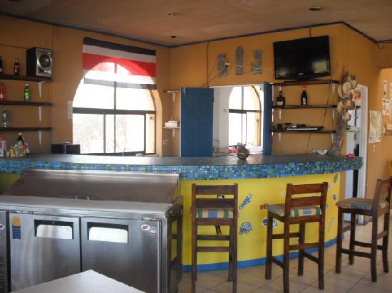 Bahia Paraiso Hostel: enjoy a cold one at our surf bar