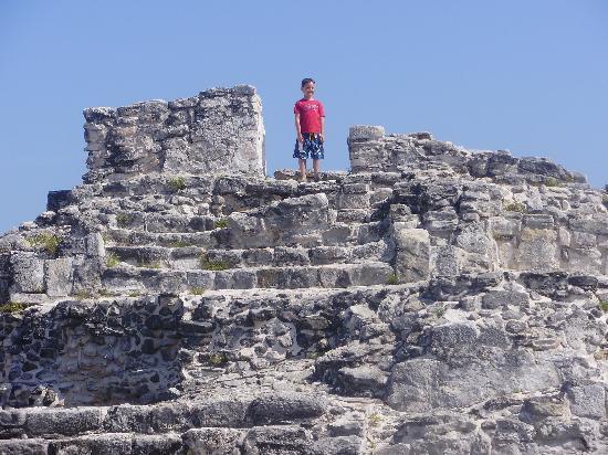 Hummer Jungle Tours: Mayan ruins you can climb