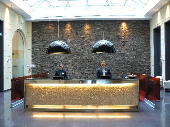 Hotel Palazzo Zichy: Wonderful staff (peter on the right), beautiful mosaics on reception