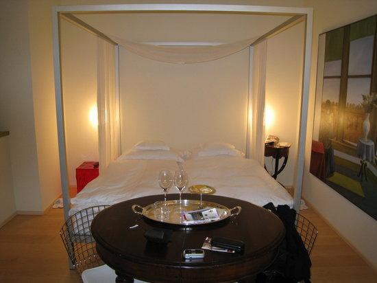 Petronilla Hotel: Himmelbett