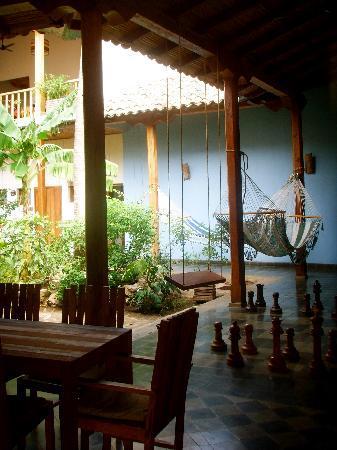 Hotel con Corazon: patio