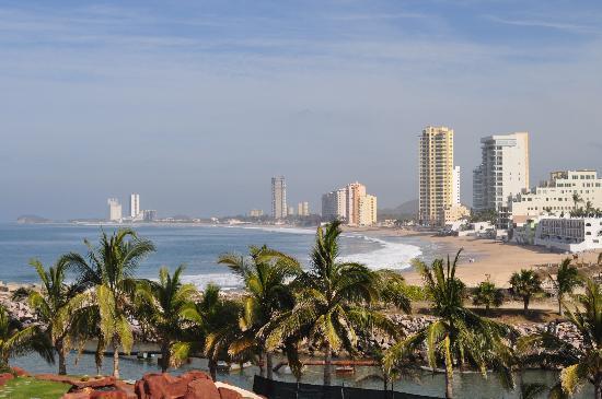 El Cid Marina Beach Hotel: View from 4th floor balcony