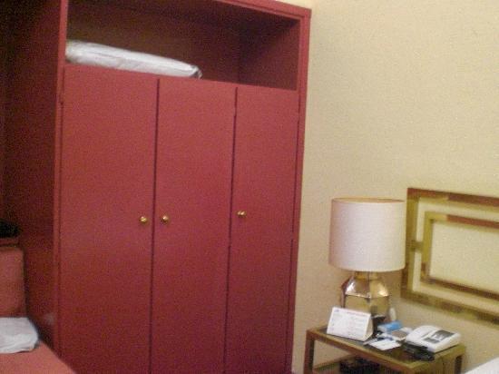 BEST WESTERN Hotel Mondial: Armario