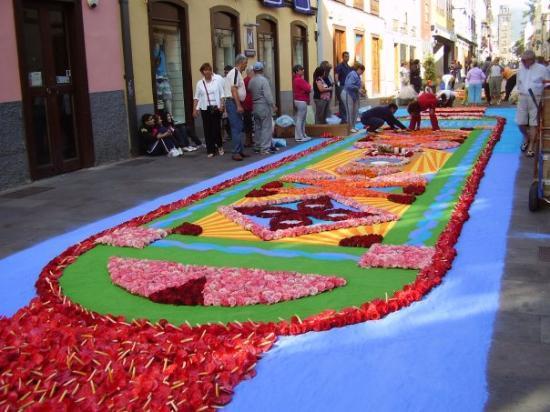 San Cristobal de La Laguna, Spanje: Los pobladores de San Cristóbal de La Laguna festejaron la fiesta de Corpus Christi. Embellecier