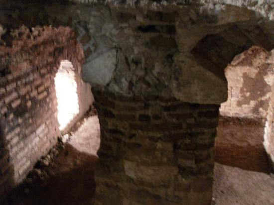 Nazareth, İsrail: Columns under the floor for heating