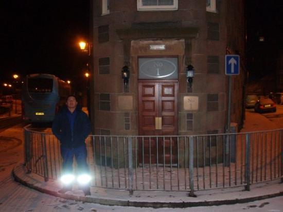 Wick, UK: Me o the shortest street in the world.