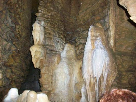 Mark Twain Cave and Cameron Cave : Pretty crazy rocks
