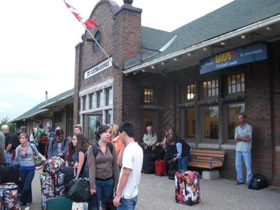 เซนต์แคทเทอรีนส์, แคนาดา: Gare de St-Catharines pris sur son meilleur angle sinon on a l'air de débarquer dans la petite M