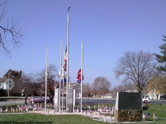 Belton Missouri War Memorial 11-11-2009 At Peace Park