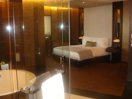 Altira Hotel : chambre de la corner suite