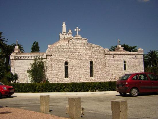 Isla de la Toja, Ισπανία: Iglesia hecha de conchas de mar...