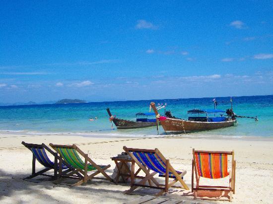 Phi Phi Relax Beach Resort: Pak Nam Beach at Relax Resort