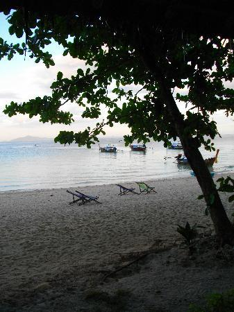 Phi Phi Relax Beach Resort: View from the Paradise Bungalow at Relax Resort