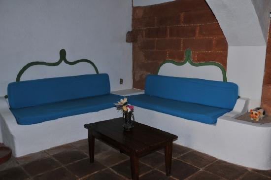 Hotel El Pirata: master suite lounge