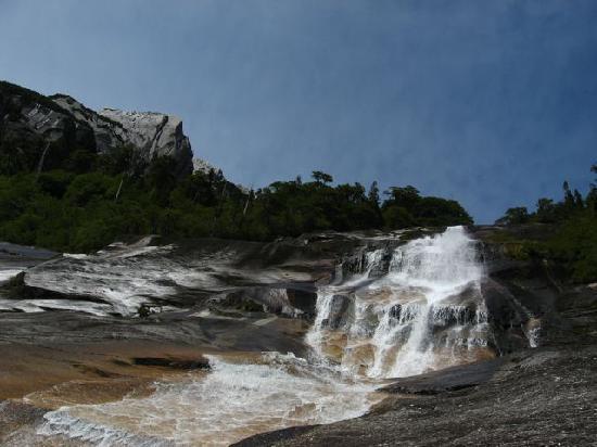 Campo Aventura Cochamó: Waterfall near La Junta