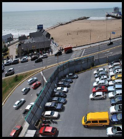 Hotel Iruna Mar del Plata: Estacionamiento descubierto, $28 diarios