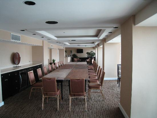 anaheim california in meeting room Enjoy free wi-fi, a restaurant, resort-style pool, hot tub, meeting space and barbecue area at our anaheim hotel with disneyland® shuttle service.