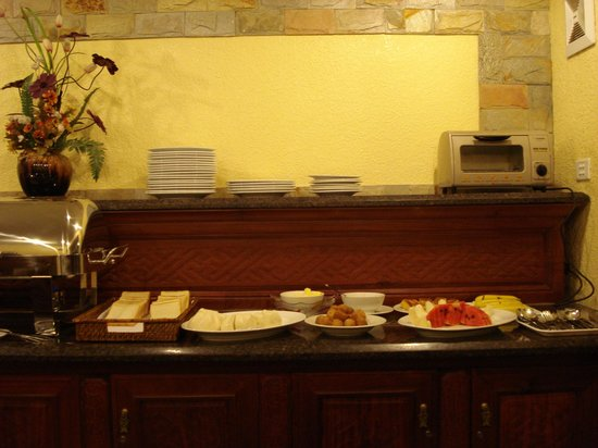 Little Hanoi Diamond Hotel: buffet spread