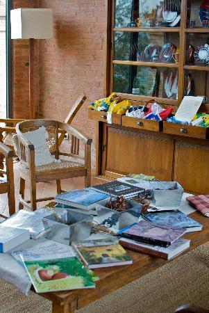Hotel More Di Cuna: Il salottino, riviste e libri sulla Toscana