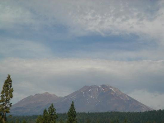 Driving to amazing Mount Shasta