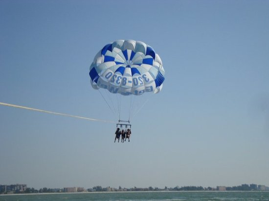 Fly-N-High Waverunners and Parasail Foto
