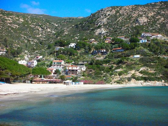 Fetovaia, Italie : spiaggia albergo