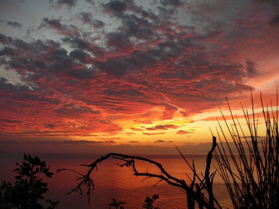 Fetovaia, Italia: ...i tramonti a pochi minuti dall'albergo.