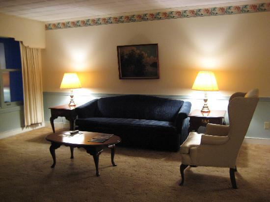 The Thompson House: junior suite with 2 beds - sitting area